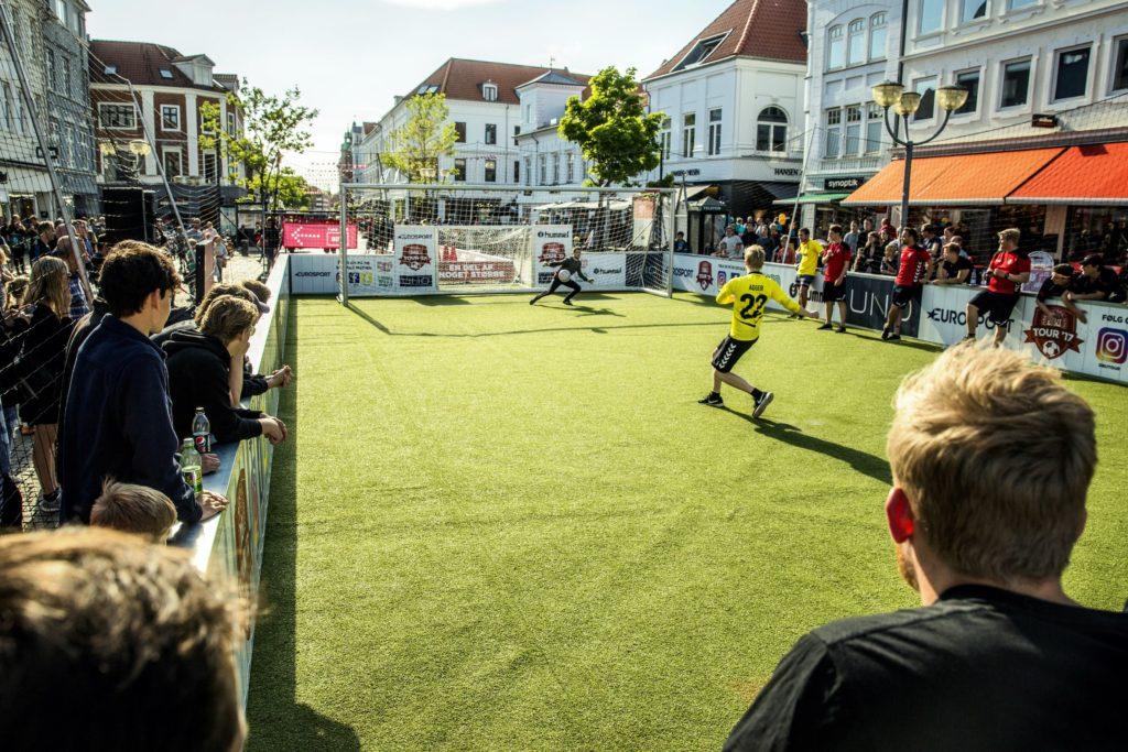 sommer camp med street fodbold turnering